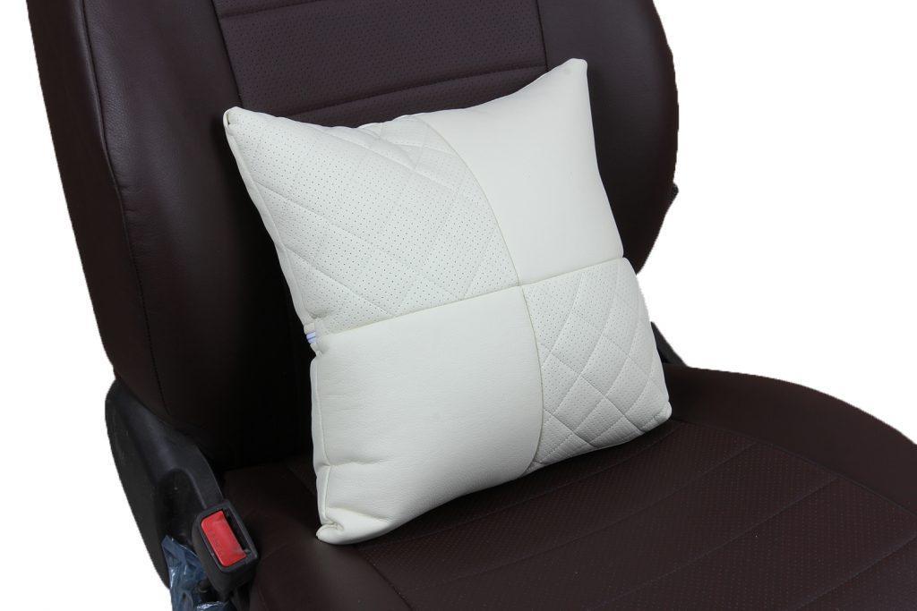 Подушка в салон автомобиля из экокожи с ромбом «белый»