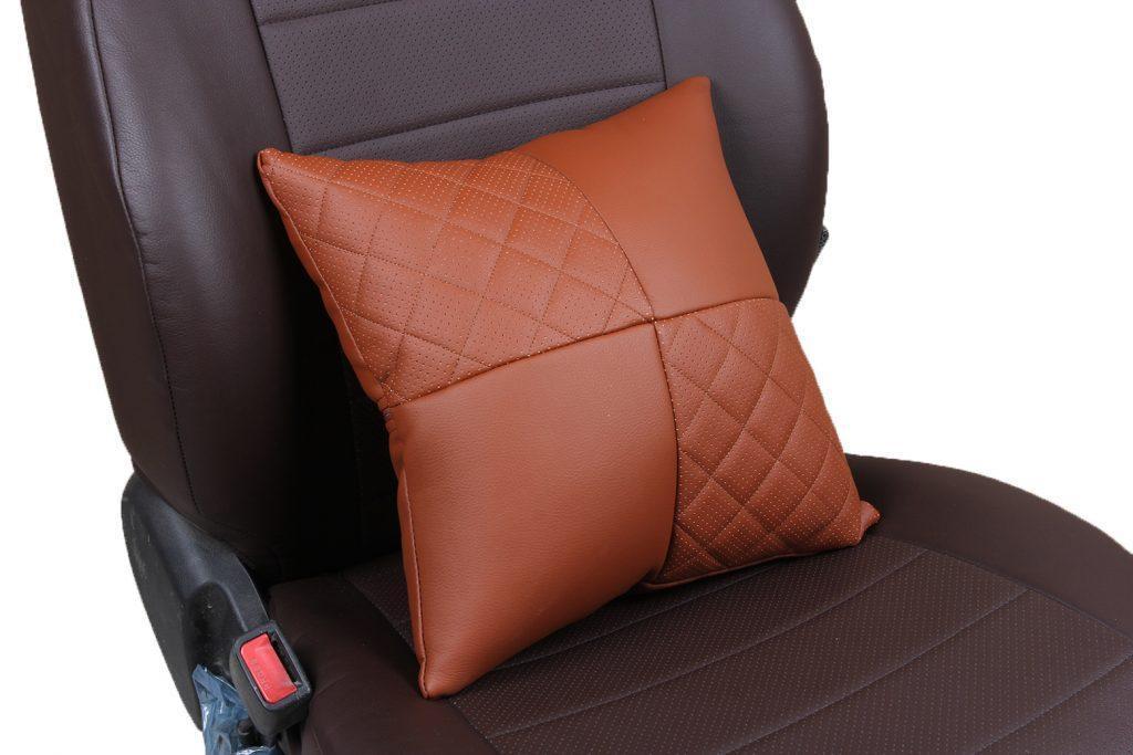 Подушка в салон автомобиля из экокожи с ромбом «коричневый»
