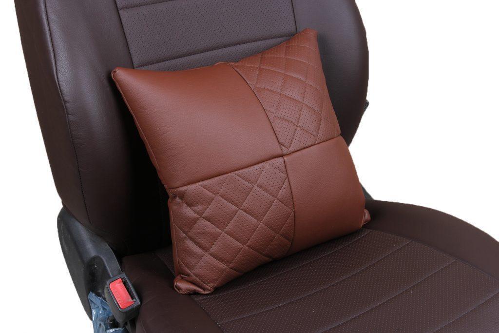 Подушка в салон автомобиля из экокожи с ромбом «темно-коричневый»