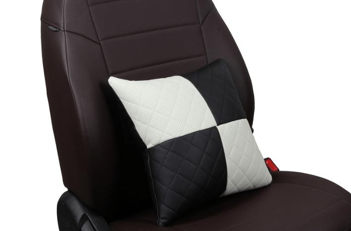 Подушка в салон автомобиля из экокожи с ромбом «черный+белый»
