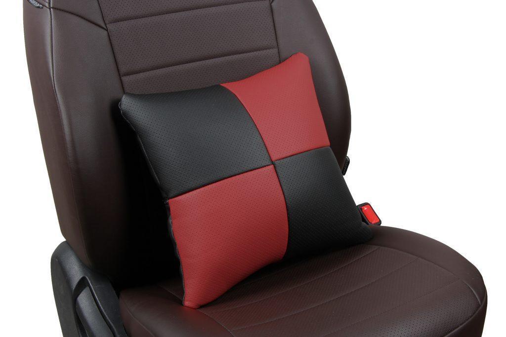 Подушка в салон автомобиля из экокожи «черный+бордовый»