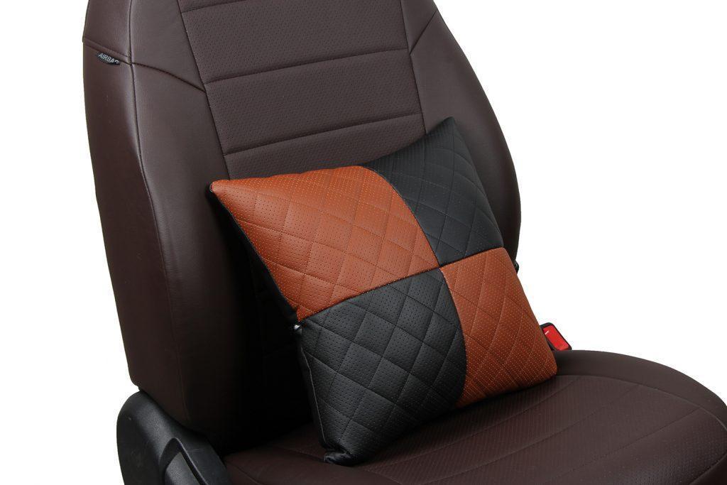 Подушка в салон автомобиля из экокожи с ромбом «черный+коричневый»