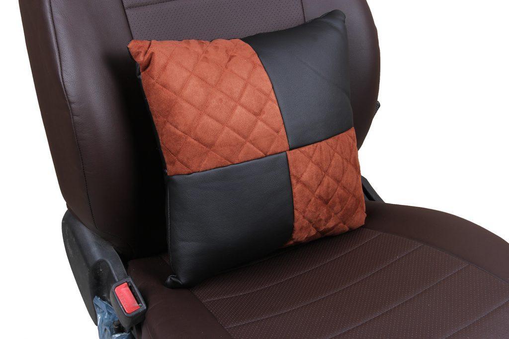 Подушка в салон автомобиля из алькантары с ромбом «черный+коричневый»