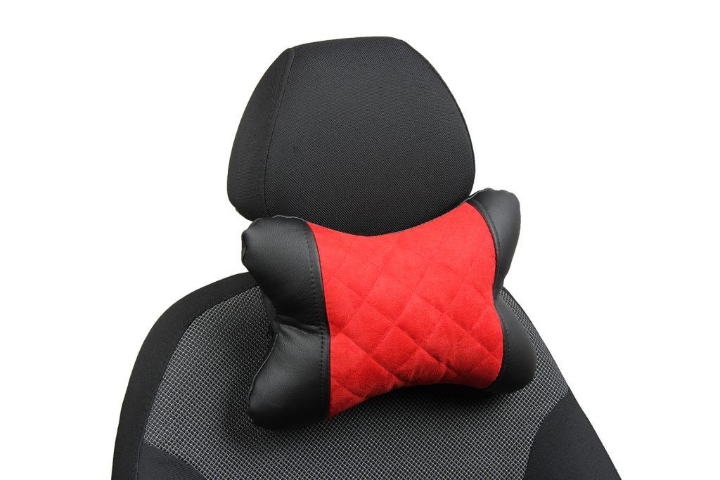Подушка под шею из алькантары с ромбом «черный+красный»