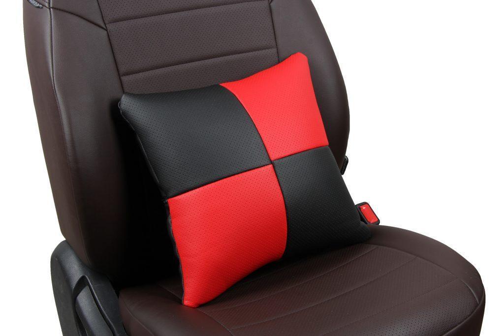 Подушка в салон автомобиля из экокожи «черный+красный»