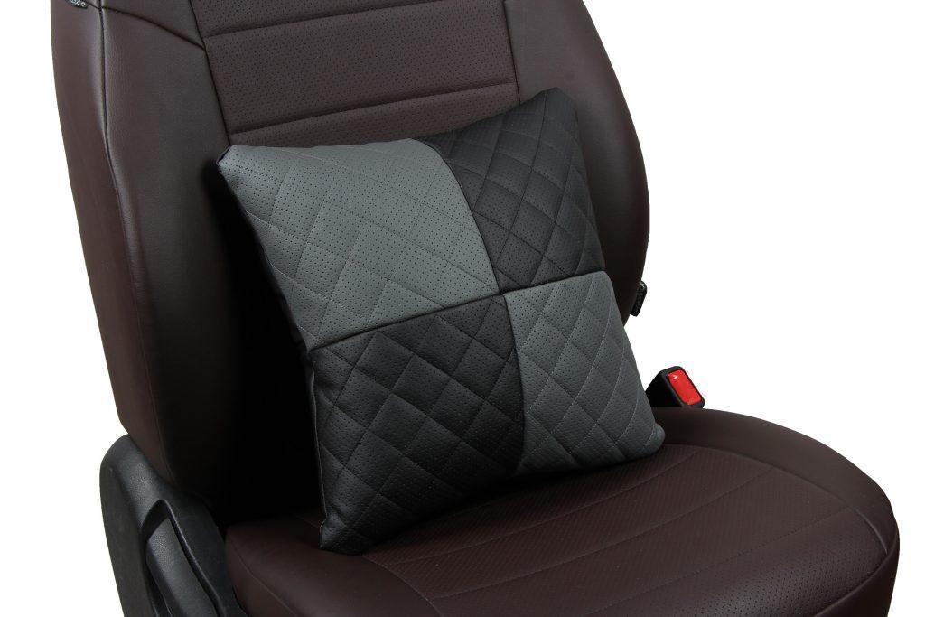 Подушка в салон автомобиля из экокожи с ромбом «черный+серый»