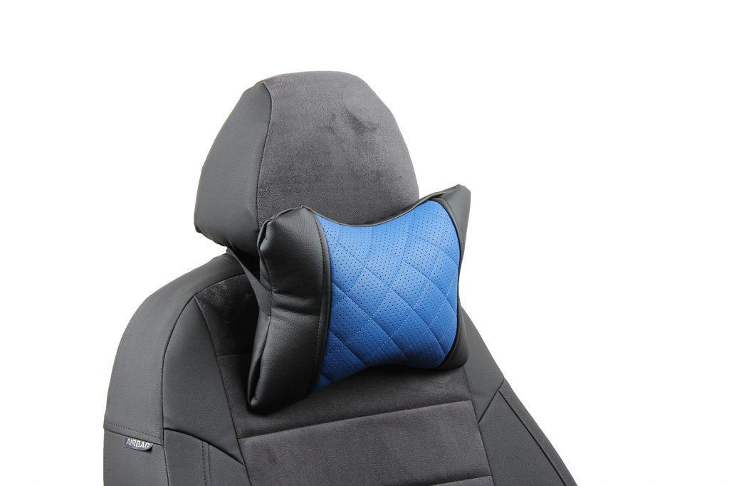 Подушка под шею из экокожи с ромбом «черный+синий»