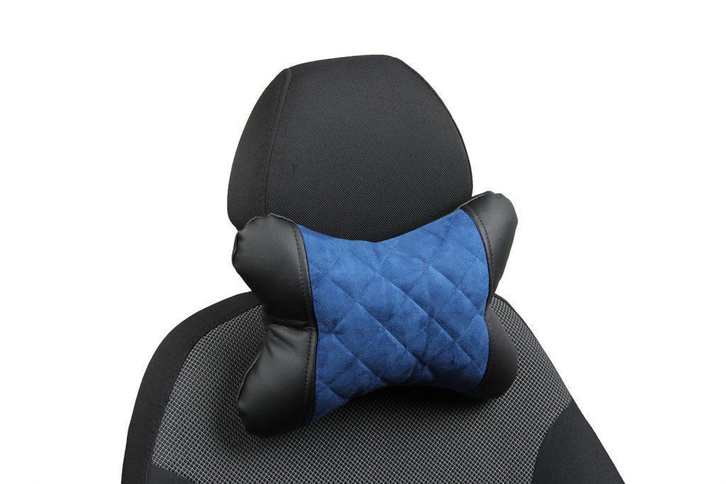 Подушка под шею из алькантары с ромбом «черный+синий»