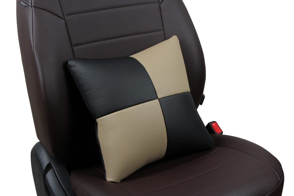 Подушка в салон автомобиля из экокожи «черный+темно-бежевый»