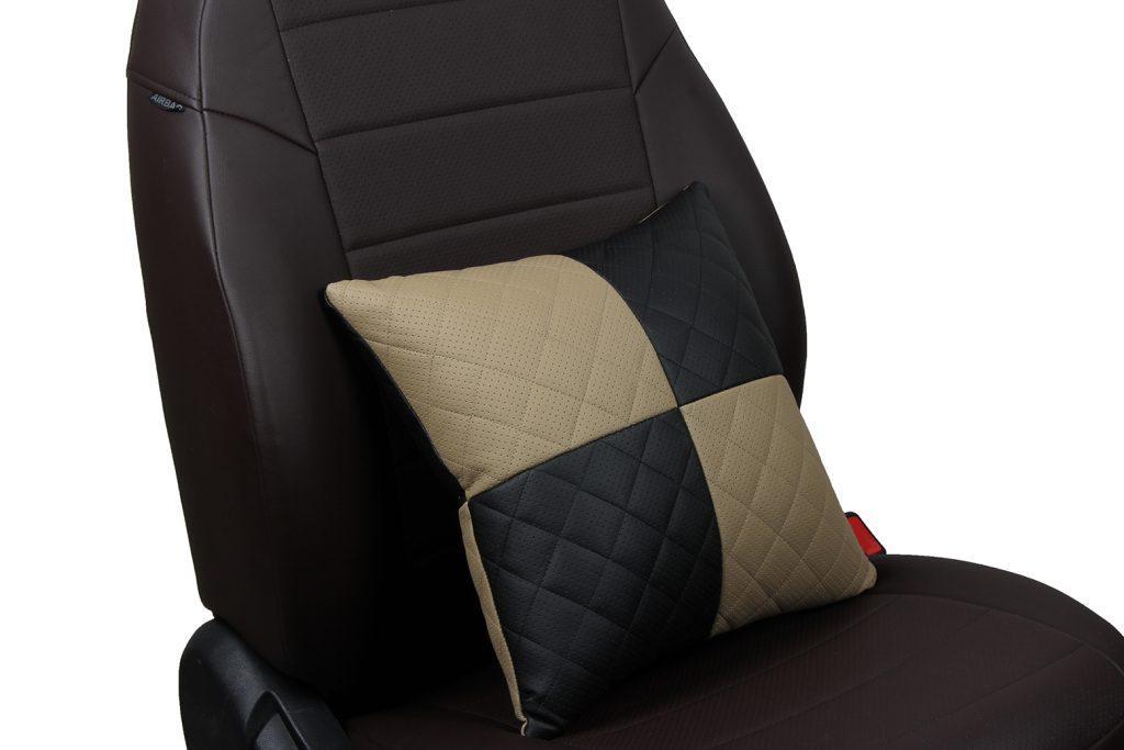 Подушка в салон автомобиля из экокожи с ромбом «черный+темно-бежевый»
