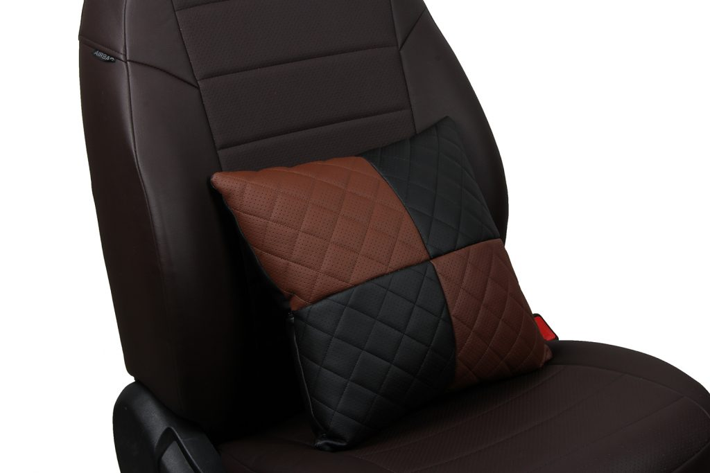 Подушка в салон автомобиля из экокожи с ромбом «черный+темно-коричневый»