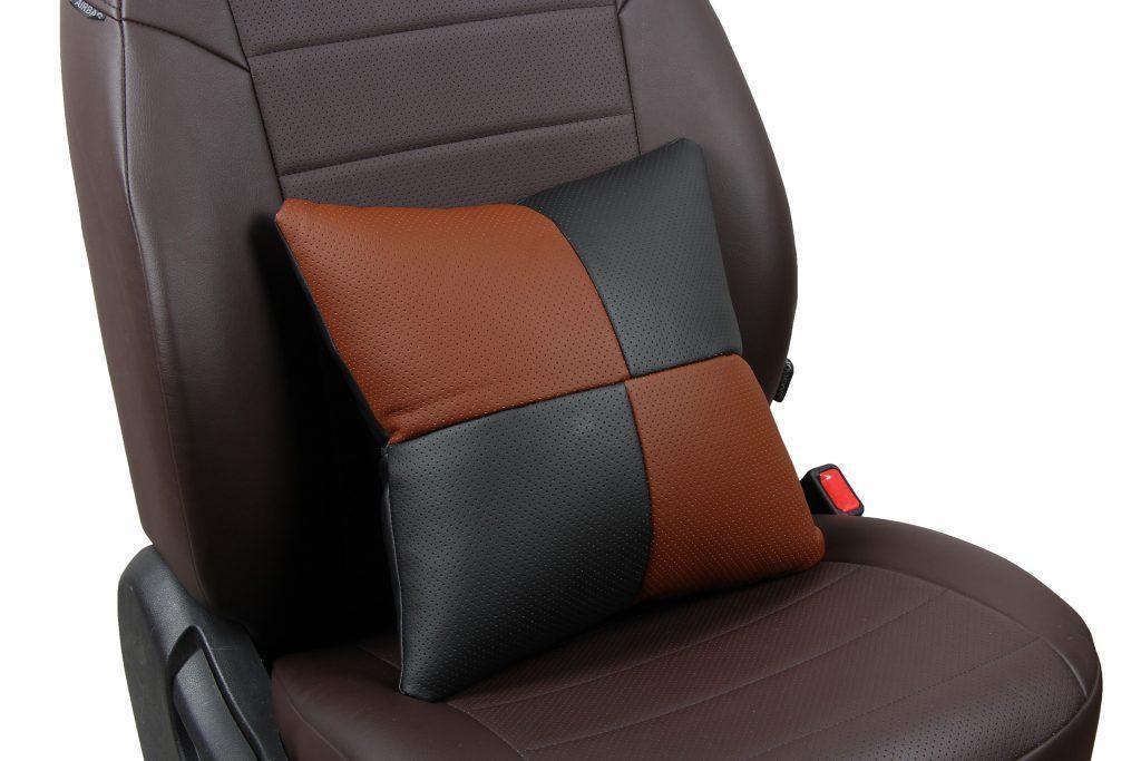 Подушка в салон автомобиля из экокожи «черный+темно-коричневый»