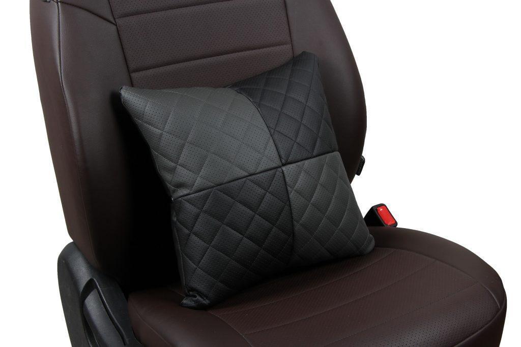 Подушка в салон автомобиля из экокожи с ромбом «черный+темно-серый»