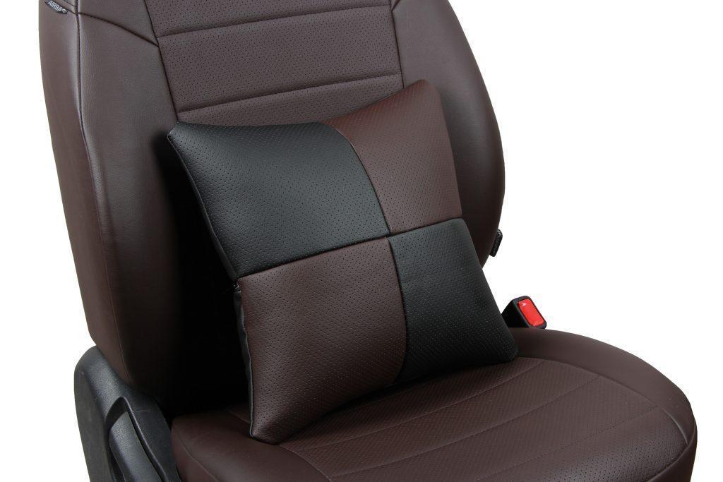 Подушка в салон автомобиля из экокожи «черный+шоколад»