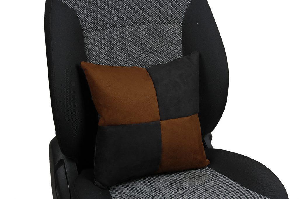 Подушка в салон автомобиля из алькантары «черный+шоколад»