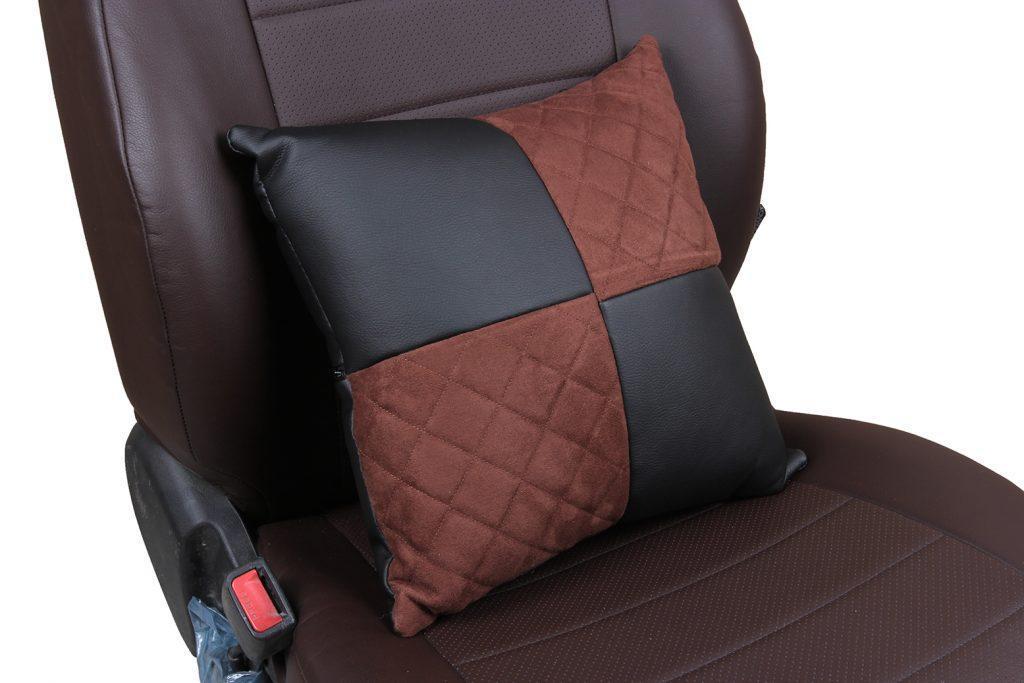 Подушка в салон автомобиля из алькантары с ромбом «черный+шоколад»