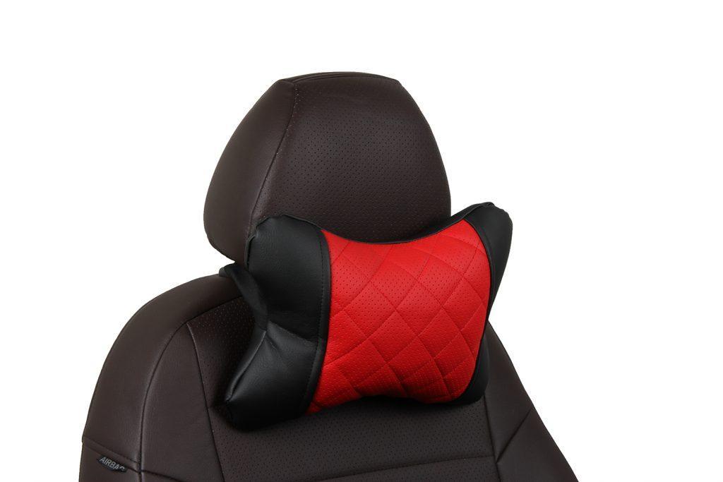 Подушка под шею из экокожи с ромбом «черный+красный»